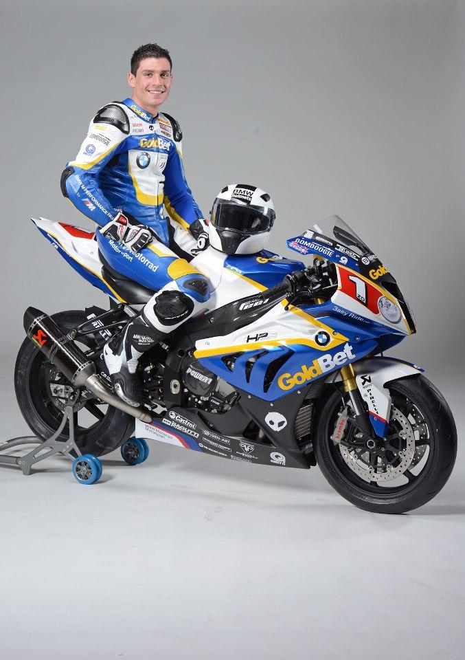 Sylvain et sa moto pour la saison 2013, arborant le numéro 1.