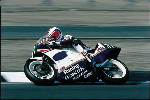 Dominique Sarron lors de la saison 1986, au guidon de la NSR250 (Photo : Bike70.com)