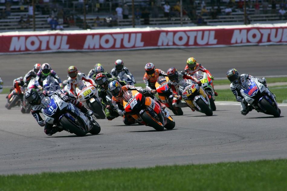 Premiers virage après le départ de la course MotoGp lors du GP d'Indianapolis en 2012