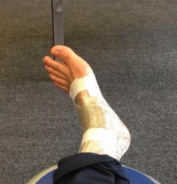Le pied gauche de Luis Salom après sa chute durant la séance QP. Un handicap pour la course ? (Photo : Luis Salom).