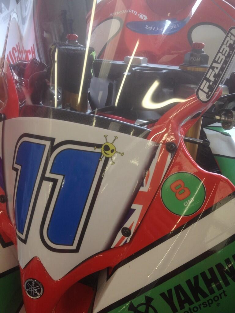 Hommage à Andrea Antonelli sur la Yamaha R6 de Sam Lowes. (Photo : Sam Lowes).