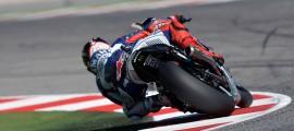 La simulation de course de Jorge Lorenzo hier aura porté ses fruits : 1.2 secondes d'avance dès le premier tour. Il s'impose en patron à Misano. (Photo : Yamaha MotoGP).