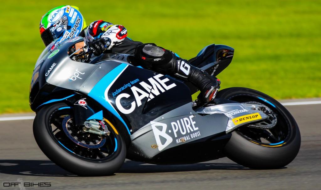 Johann Zarco s'offre son dernier podium avec son départ pour l'aventure Caterham Racing. (Photo : Thomas/OffBikes).