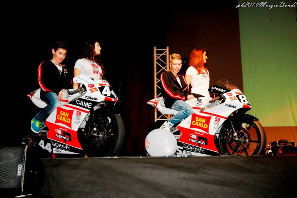 L'équipe CIV Moto3 avec Nicodemo Matturro et Mattia Casadei. (Photo : Gresini)