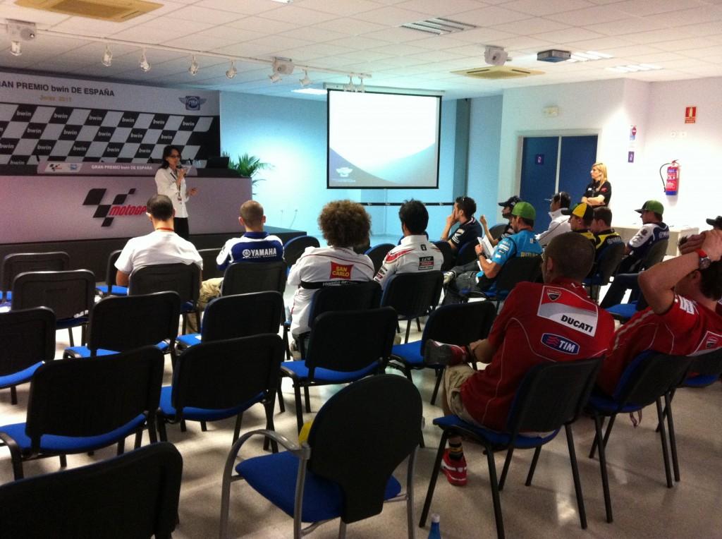 Réunion sur les contrôles antidopage lors du GP d'Espagne à Jerez en 2011 pour les pilotes MotoGP. (Photo : FIM)