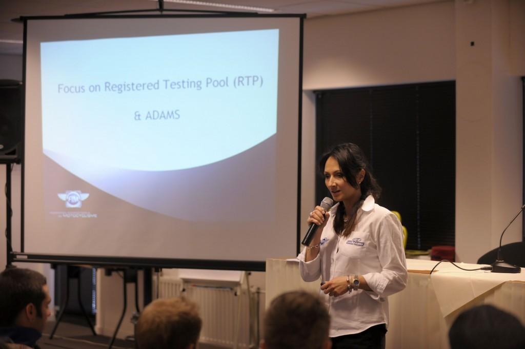 Évelyne Magnin, coordinatrice de la Commission Médicale Internationale de la FIM lors de la manche WSBK à Assen en 2011. (Photo : FIM).