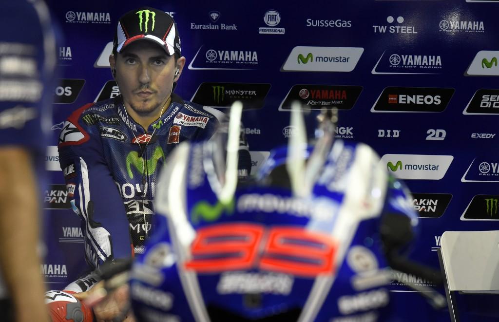 Jorge Lorenzo manque son entrée en matière avec un week-end difficile qui se termine par une chute en course. (Photo : Yamaha MotoGP)
