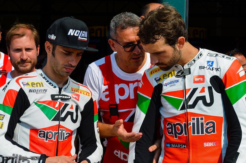 À Misano, l'ambiance était bonne entre les coéquipiers du Team Aprilia, Sylvain Guintoli et Marco Melandri. L'incident de Portimao aura-t-il des conséquences ? (Photo : ©OffBikes)