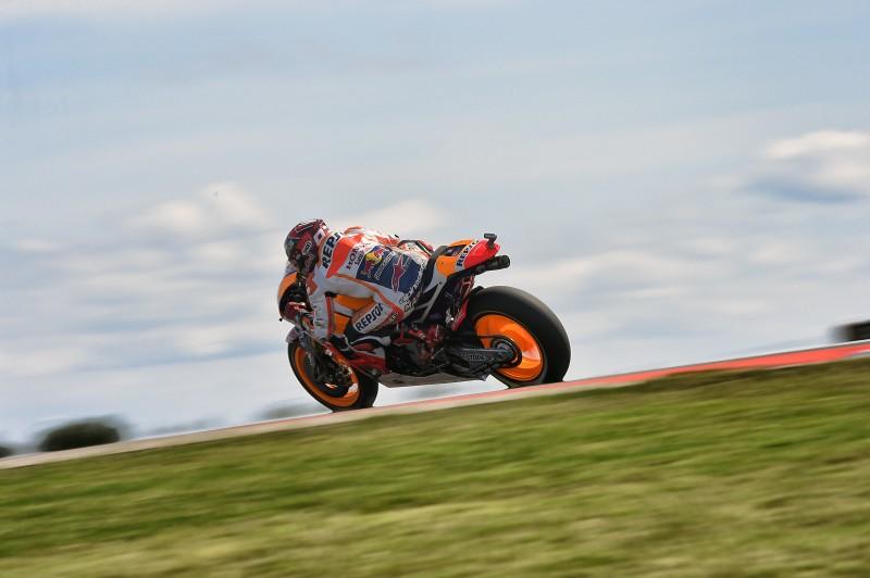 Si le choix du pneu dur était une bonne idée en début de course, Marc Marquez n'aura pas pu lutter contre la remontée de Valentino Rossi (Photo : Honda Repsol)