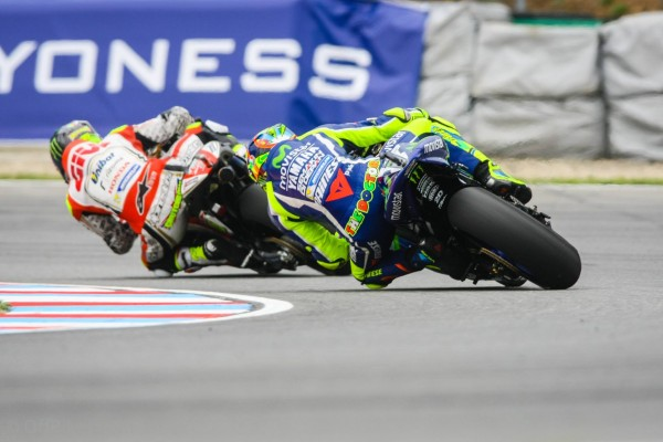 Cal Crutchlow gagne 35 ans après Barry Sheene. (Photo : Christian Bourget / Sports-Images)