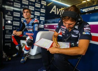 Loris Baz au pied du podium à Brno. (Christian Bourget / Sports-Images)