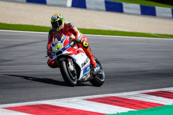 Andrea Iannone remporte son premier Grand Prix en MotoGP.