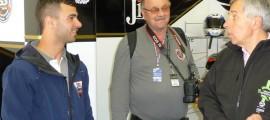Mike Di Meglio lors de la remise du casque 20ème anniversaire à Claude Michy.
