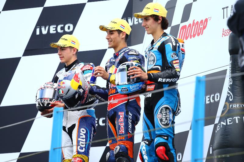 Luis Salom victorieux devant Maverick Viñales et Alex Rins. (Photo : Ajo Motorsports)