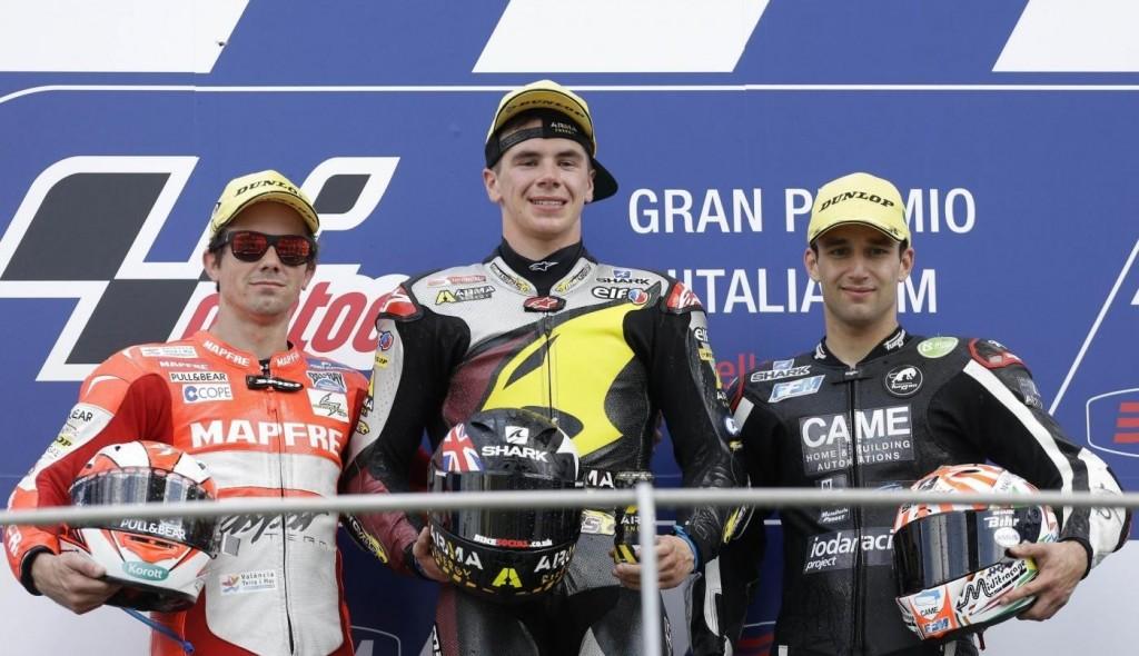 Le podium de la catégorie Moto2, composé de Scott Redding, et Johann Zarco. (Source : Derapate.it)