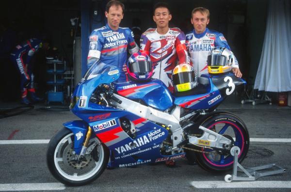 L'équipe Yamaha pour le Bol d'or 1994, composée de Christian Sarron, Yasutomo Nagai et Dominique Sarron