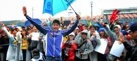 Malgré l'absence d'action sur la piste, les pilotes à l'image de Valentino Rossi, offrent du bon temps aux fans. (Photo : Yamaha)