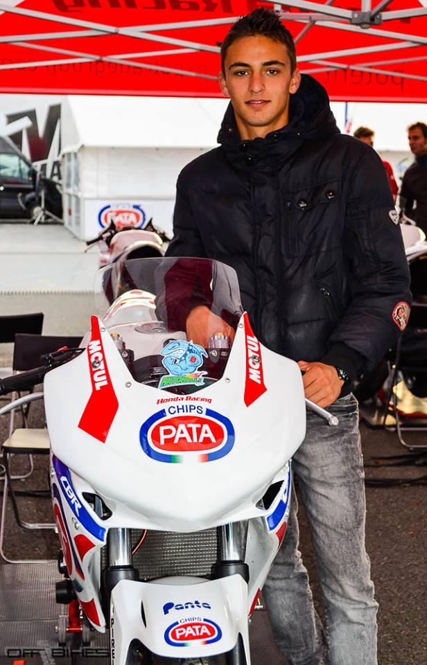 Renald Castillon-Gioanni et la 500CBR qu'il pilotera Dimanche sur le tracé de Magny-Cours. (Photo : Line/©OffBikes)