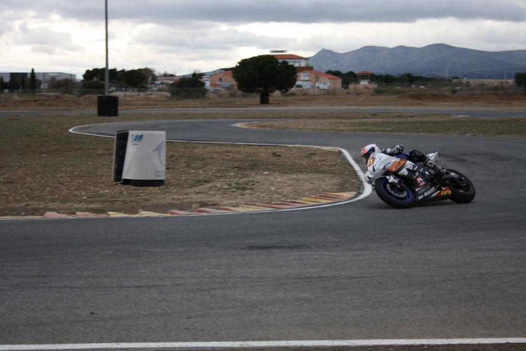 Thibaut Gourin en roulage d'entraînement sur sa 600 le week-end dernier sur le circuit de Rivesaltes. (Photo : J-M Gourin.)