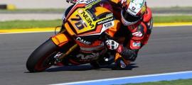 Loris Baz a découvert la Forward-Yamaha à Valencia. Objectif : améliorer sa position sur la moto. (Photo : Tom/OffBikes)