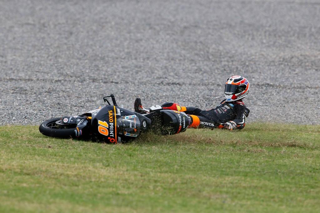 Parmi les seuls équipés d'un pneu hier, Alexis Masbou chute en voulant rester au contact. Objectif : Jerez pour le pilote français. (Photo : RTG)