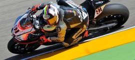 Leon Haslam sur l'Aprilia est le seul à tenir tête aux Ducati et Kawasaki aujourd'hui. (Photo : Aprilia)