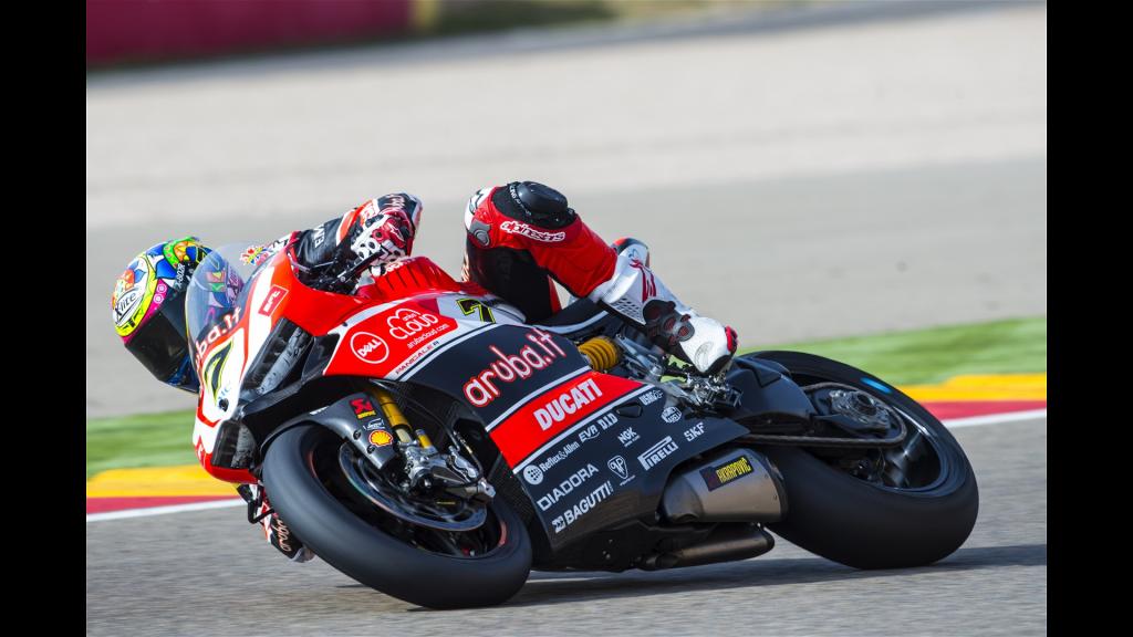 Chaz Davies impose sa Ducati devant la Kawasaki de Jonathan Rea et l'Aprilia de Leon Haslam. (Photo : Ducati)