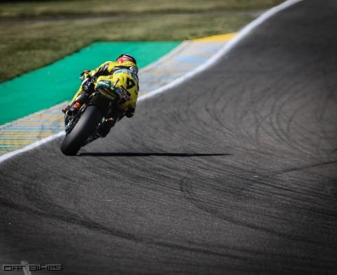 Alex Rins a remporté la course malgré un problème de shift-light.