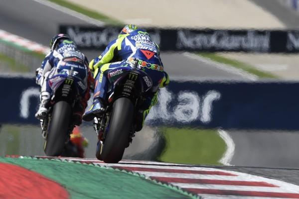 Rossi termine derrière Lorenzo à l'arrivée.